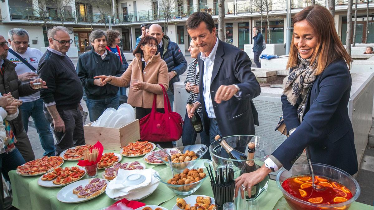 Un aperitivo insieme, con la moglie Cristina Parodi