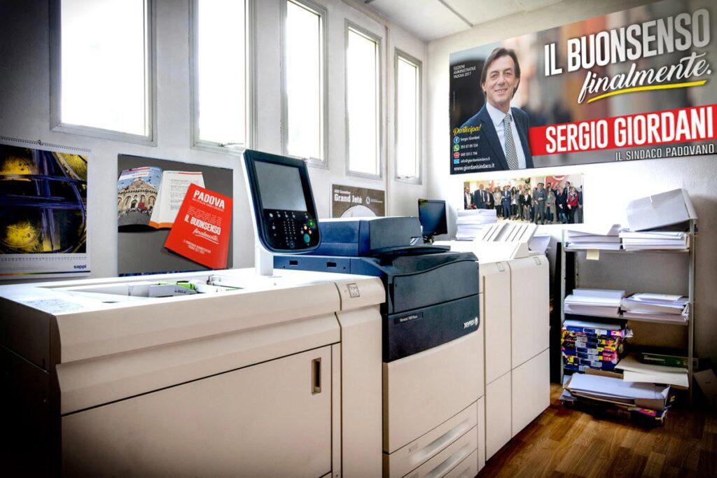 Il centro stampa interno al Punto Giordani per la produzione in house di volantini e pieghevoli in tempo reale