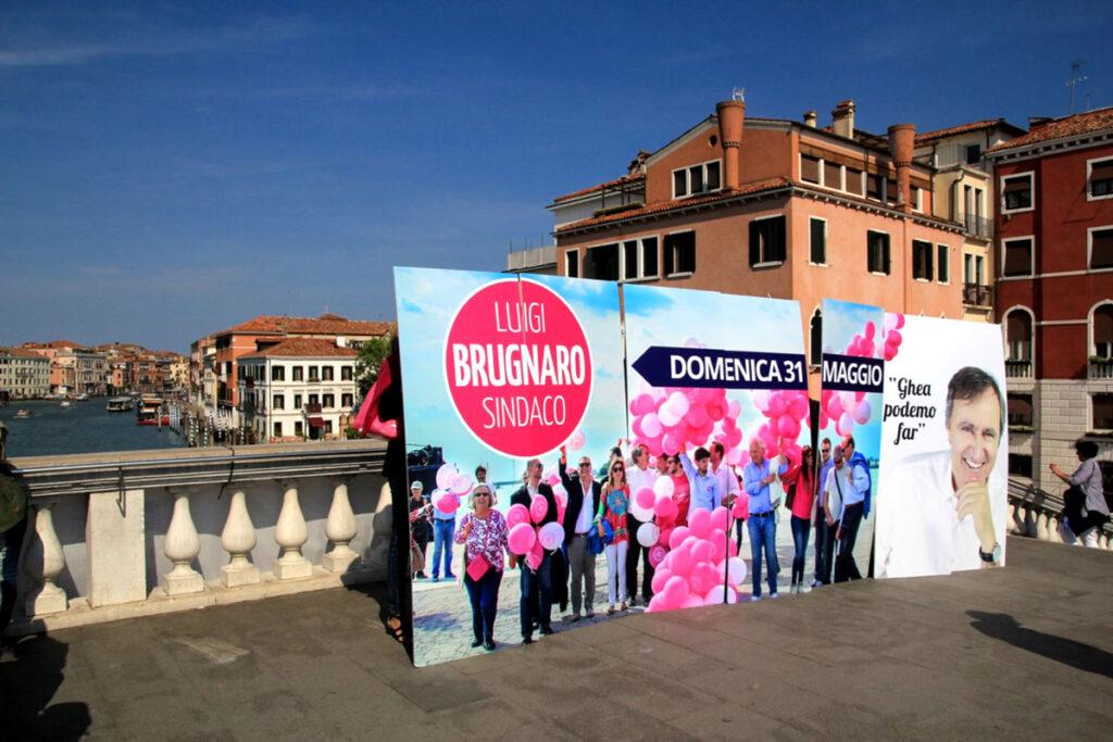 Il flashmob sui ponti di Venezia