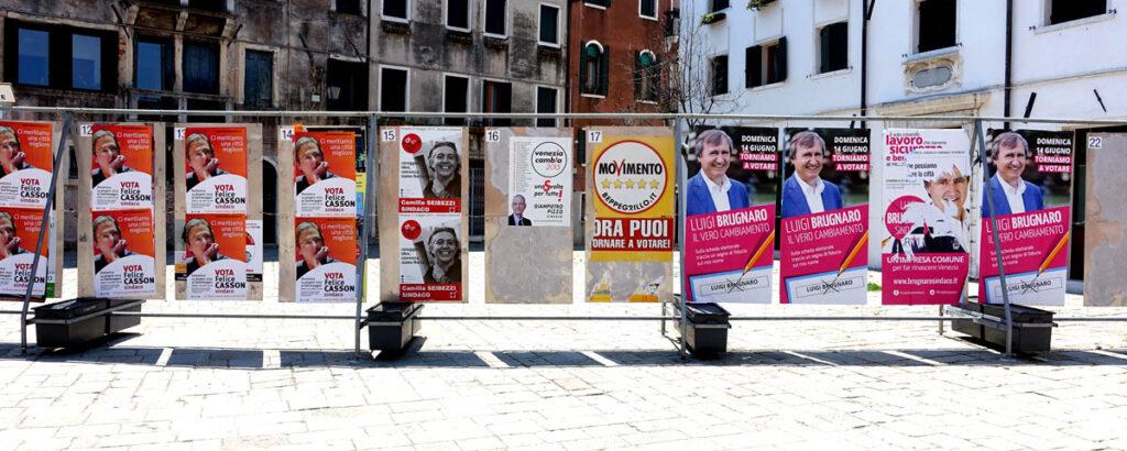 I manifesti dei candidati Sindaco di Venezia sui tabelloni elettorali comunal